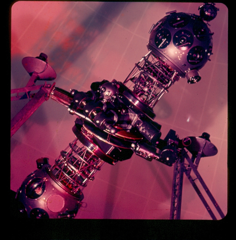 http://buhlplanetarium3.tripod.com/pics/zeissII.jpg